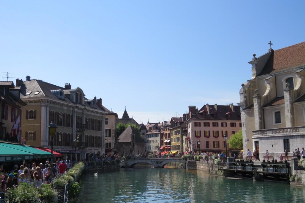 Annecy, surnommée la Venise des Alpes.