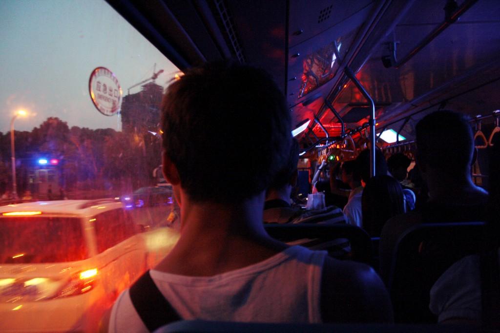 Brice dans un bus en Chine à Suzhou (dans la région du Jiangsu, près de Shanghai). ©Camille Etienne.