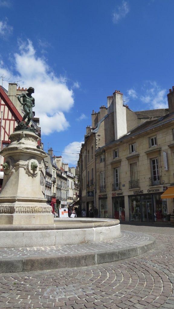 Les pavés de la belle place François Rude.
