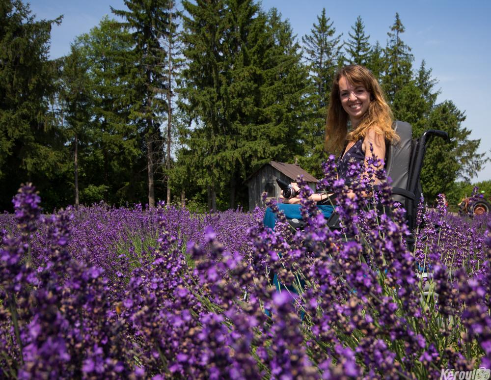 Audrey Barbaud, au milieu des champs de lavande au Québec.