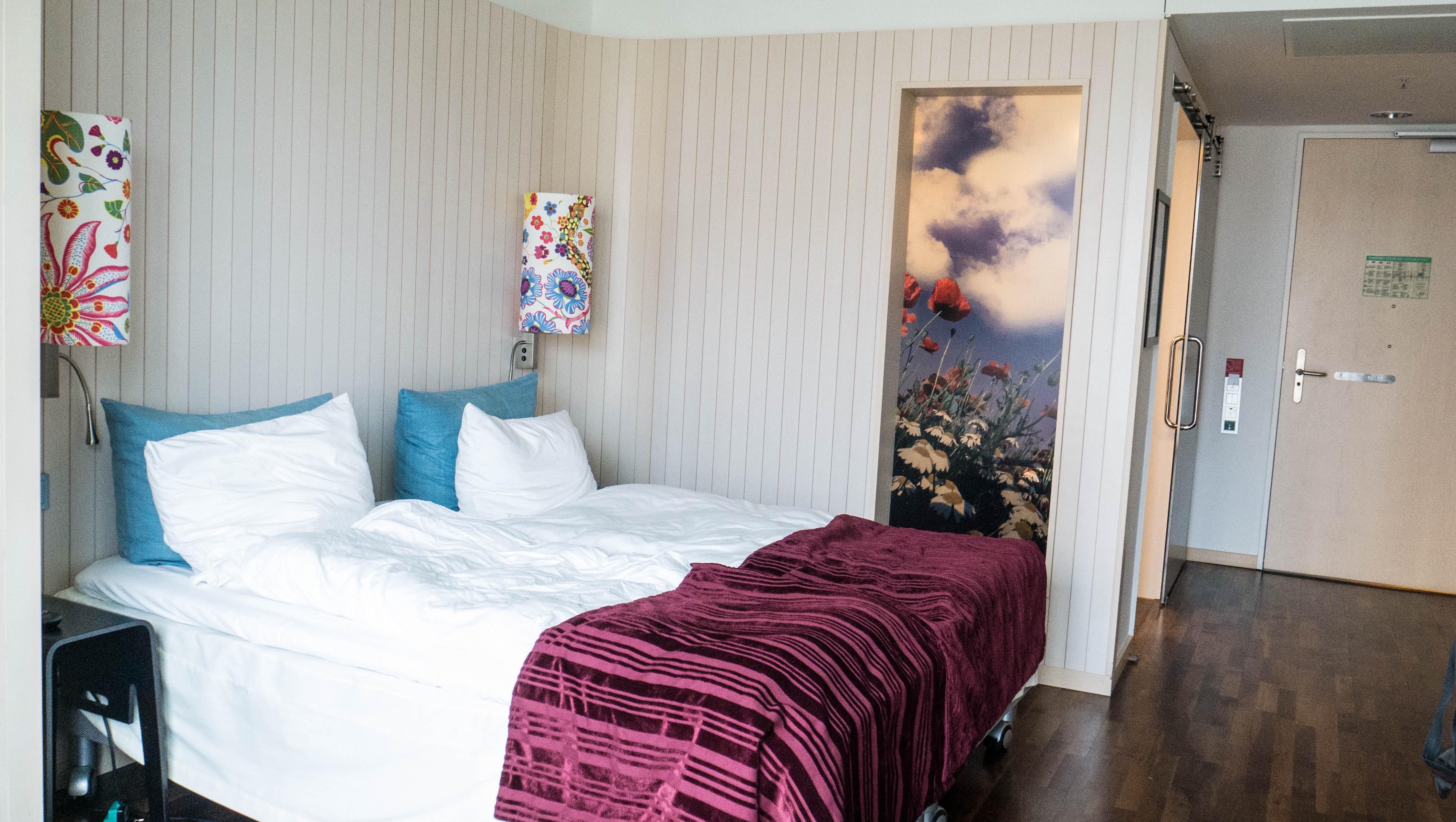 Certaines chambres du scandic hotel berlin sont accessibles aux pmr.
